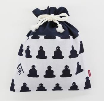 もちろん、鎌倉らしい商品も揃っています。大仏柄がキュートな巾着袋は、トラベル用収納ポーチとしても大活躍してくれそうです。