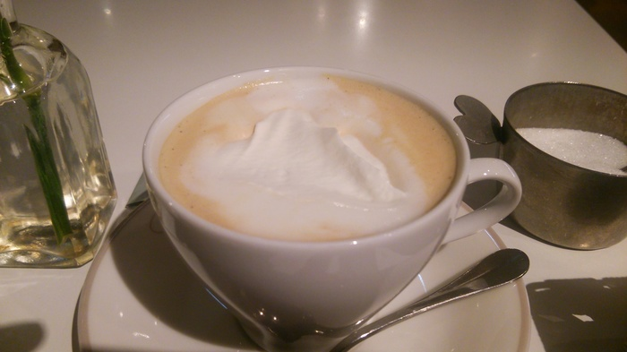 泡立てたホイップクリームをのせても◎ 疲れた日にたまらない1杯になります。