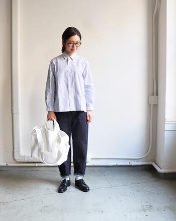 ベーシックなシルエットのストライプシャツは、優等生感がカッコイイ!飽きずに毎年着れる1枚です。