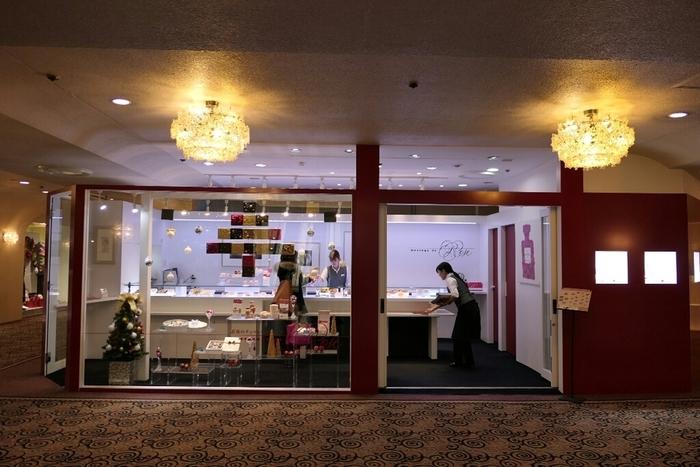 ホテルニューオータニ東京のガーデンタワーサンローゼ赤坂の中にある「メサージュ・ド・ローズ本店」では、精巧に作られた繊細な薔薇のチョコレートを購入することができます。