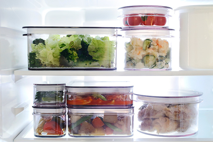 冷蔵庫の中など限られたスペースでもスッキリ保存できるよう、スタッキングして保存できる形状。空間を無駄なく使えて機能的ですね。