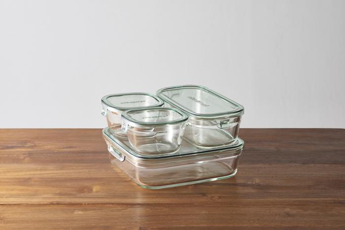 スタッキングして食材を保存できるので、作り置きに便利。ガラス製なので洗い上がりもヌメりがなく、サッパリと清潔に保てます。一度使いだすと手放せなくなるほど、使いやすく機能的です。
