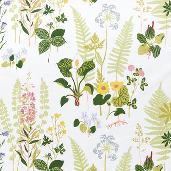 色とりどりの草花が美しいこちらのファブリックは、北欧の人気ブランド「BORAS(ボラス)」のFagring Stor(フォグリング ストール)です。カラーやポピーなどを描いたナチュラルなデザインは、爽やかな春夏シーズンにぴったり。素敵な北欧ファブリックで作るおしゃれなかっぽう着は、自分用はもちろんのこと、母の日などの特別なギフトにもおすすめです。