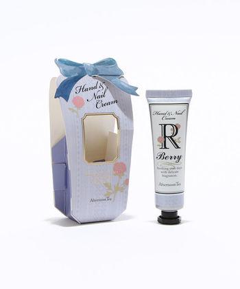 さりげないフラワー柄が可愛らしいパッケージに、イニシャルが入ったハンドクリームです。何本あっても困らないハンドクリーム。贈る相手のイニシャルを選んでみては。  【Y グレープフルーツの香り】【M ローズの香り】【A ローズの香り】【S グレープフルーツの香り】【N ベリーの香り】【R ベリーの香り】【K グレープフルーツの香り】