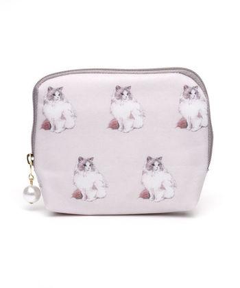 猫柄をあしらったフェミニンなデザインのティッシュケースです。背面にティッシュを入れられ、本体はポーチになっているのでリップクリームや絆創膏、常備薬を入れておくのにも便利。