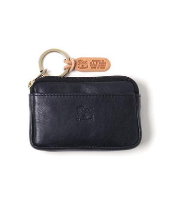 男女共に支持を得ている「IL BISONTE(イルビゾンテ)」。オリジナルレザーのコインケースは、定期入れやカード入れとしても使えます。ファスナーのリングに鍵をつけてキーホルダーとして使ってもよさそうですね。