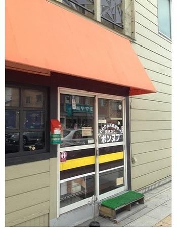 松本駅から松本市民芸術館に行く途上に1994年から営まれているパン屋さん。 近隣に暮らす方に根強く支持されている店ですが、他県から市民芸術館へのお出かけの際に出会ってファンになるひとも。