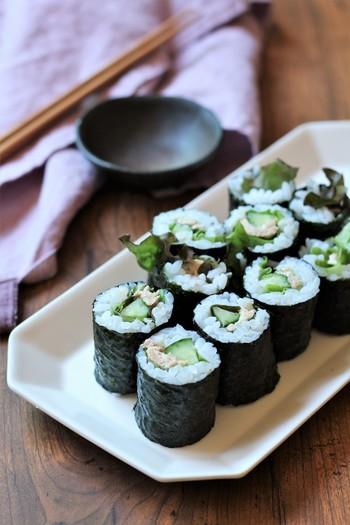 ツナマヨときゅうりの細巻きは手軽に作れて手軽に食べられる嬉しい一品。