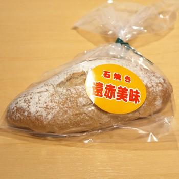 ライ麦+小麦粉をミックスした食事系『ミッシュブロート』は、ドイツパンの代表格。  ↓↓