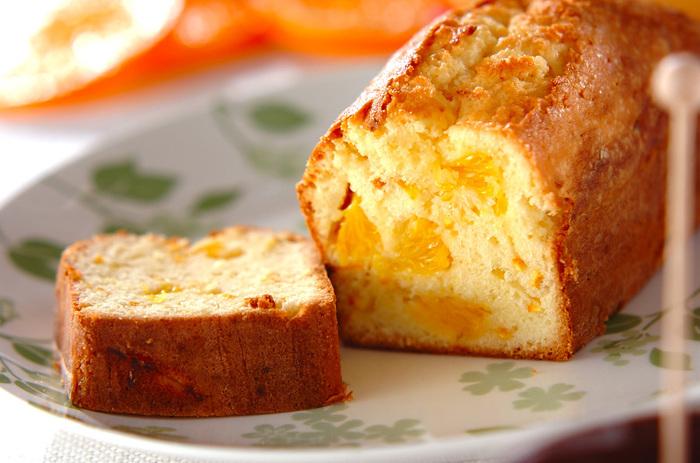 旬のオレンジをふんだんに使った香り高いパウンドケーキです。果肉と皮を両方使っているので、しっかりとオレンジの味わいが感じられます。手土産にもぴったりの爽やかなパウンドケーキです。