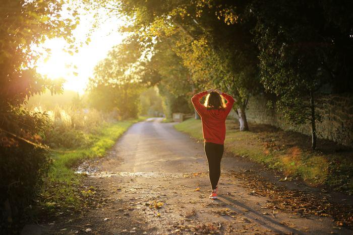 健康のためにジョギングやウォーキング。朝は苦手だから、私は夕方に...。自分にとって無理のないように、計画しましょう。