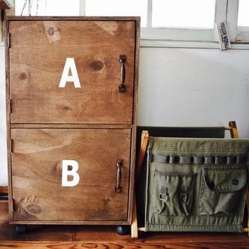 ビンテージ感漂うこちらのボックスが、手作りのゴミ箱ボックスです。板やネジ、塗料は必要ですが、手作りならよりいっそう愛着も湧きそうです。