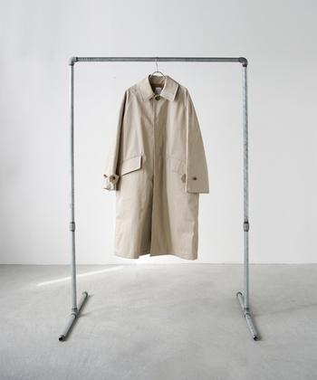 「日常」の意味を持つ「toujours」は、素材の風合い、表情を最大限に引き出してくれるハイクオリティな日本のブランド。「日々の暮らし」に寄り添ったデザインのお洋服に出会えます。