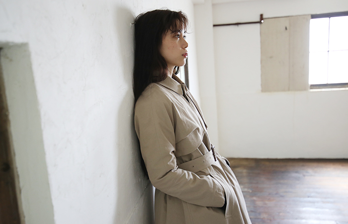 """suzuki takayukiは、「女性が本質的に持つ美しさを引き出すため、""""時間と調和""""をコンセプトに繊細で緊張感のある服を創りつづける」ブランド。音と布と光のサーカス「 仕立て屋のサーカス """" circo de sastre(シルコ・デ・サストレ) """" 」の服飾を手がけているのも、デザイナーのスズキタカユキさんです。"""