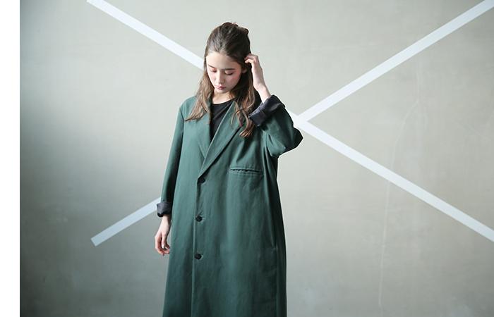 エドウィナホールは、オーストリアのザルツブルグ出身のデザイナー。1991年〜1993年、ヨウジヤマモトのアシスタントを経て、1996年に「Edwina Hoerl」を立ち上げ、「人の人生に影響を与える、議論できるファッション」を展開しています。2000年に拠点を東京に移し、ジャパンメイドとしてその知名度を着々と高めている魅力的なユニセックスブランドです。