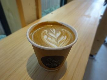 苦味と酸味の絶妙なバランスを味わうことができるコーヒーはテイクアウトも可能です。