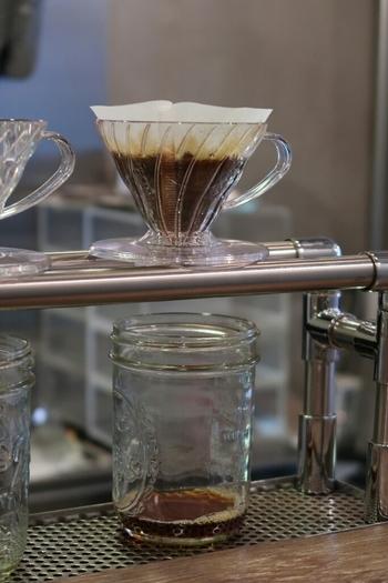 コーヒーに詳しくなくてもお店の方に好みをお伝えするとセレクトしてくれる優しい配慮が嬉しいお店。そして注文してから一杯ずつ淹れてくれるコーヒーは本格的なお味。
