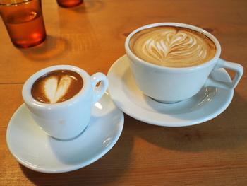 アメリカンやラテなど、シンプルながらもしっかりした味わいのコーヒーを提供してくれる街に馴染んだ素敵空間。材木座散策の休憩場所にオススメの一軒です。