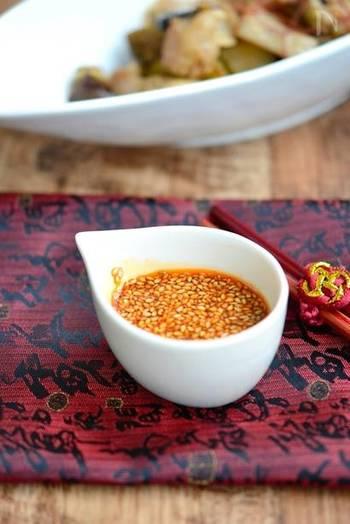 香ばしいゴマの香りとピリ辛なラー油がミックスした醤油ダレ。あともう一品欲しいときにはお豆腐とこちらのタレでいつもとは一風違った冷奴/湯豆腐に。