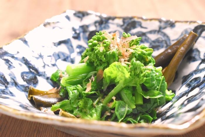 最初にご紹介した鯛の昆布締め同様、菜の花も昆布締めに!調味料は特に使わず昆布の味わいだけで十分上品な味付けになります。副菜としても、お酒のおつまみとしても活躍してくれる一品です。