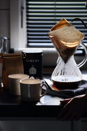 心と体の平穏のために、コーヒーブレイクの時間はとても重要です。スウェーデンはコーヒーの消費量がとても多いんですよ。五感をフル活用して、香りや手触り、味わいなどを楽しみながらひと休みの時間を持ちましょう。