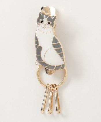 モチーフ部分がクリップになっているので、バッグのポケットに挟んでおけば、鍵をすぐに見つけ出せるので、とっても便利。猫好きの人ならきっと喜んでもらえるはず。