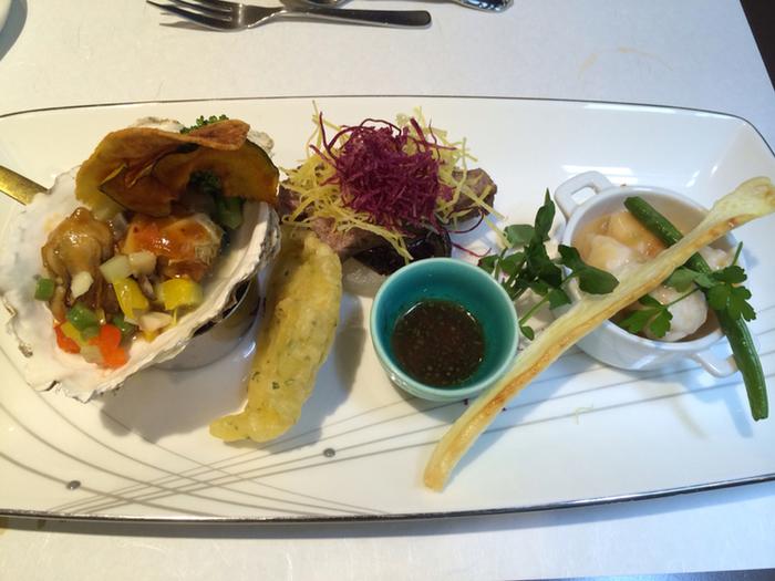 「雄峰」のランチは季節ごとに変わるコースが中心。地元でとれた食材や、新鮮な海の幸がふんだんに使用されています。どんなお料理が出てくるのかワクワクしてしまいますね。