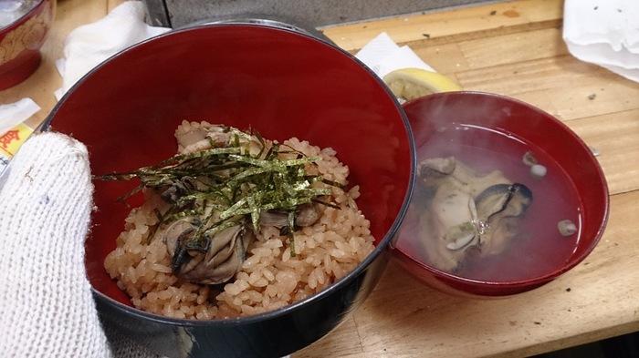 プリプリとした牡蠣を頬張ると、旨みが口いっぱいに広がります。旬の牡蠣ならではの味わいを、ぜひ堪能してみてくださいね。