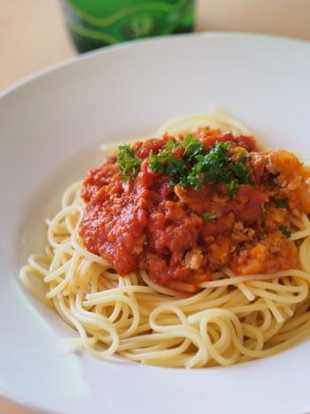 毎日、凝ったお料理をする必要はありません。簡単な調理でも満足できるレシピはたくさんあります。「満足する」ことを知ると、すくない食材でも美味しくいただくことができるようになります。