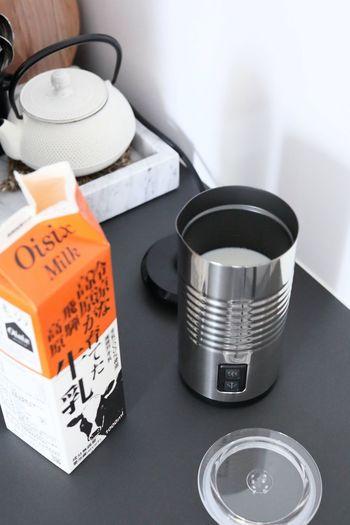 牛乳などもそのまま下水に流すのは避けた方がいいもののひとつ。賞味期限までに飲み切るためにも、ご家庭の消費量に合った大きさのものを購入するなど工夫してみましょう。