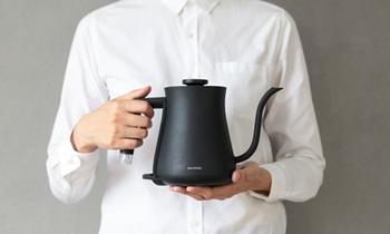 お湯を沸かすのも、必要な量だけを沸かすように気をつけてみましょう。足りないと嫌だな、と思ってつい多めに沸かしてしまうものですが、必要量をカップなどで計ってから沸かすようにすれば水も熱も無駄がありません。
