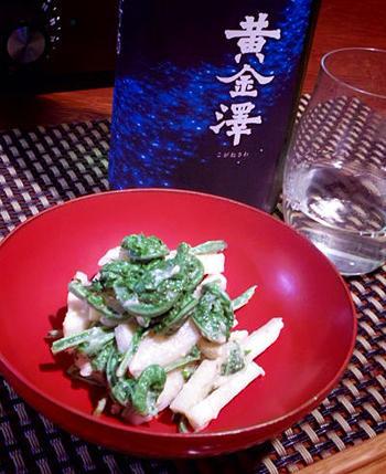 こごみと筍を酒粕とわさびで和えた、通好みの味。日本酒にもワインにもぴったりです。春の和食膳にも似合いますね。