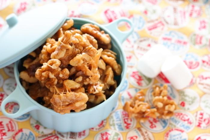 くるみのカリカリとした食感が楽しい、キャラメルくるみ。毎日のおやつでもオメガ3脂肪酸を摂ることができます。