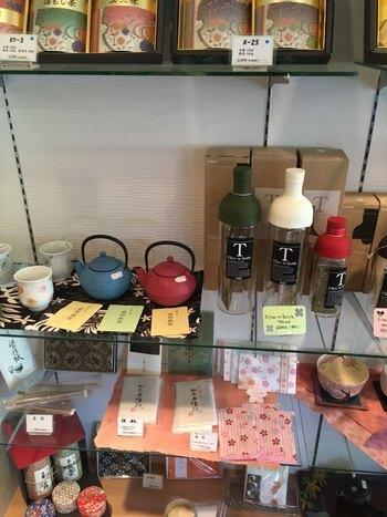 店内には茶葉や茶筅などのお道具も販売されています。お家でお茶を淹れてみたくなりそう。