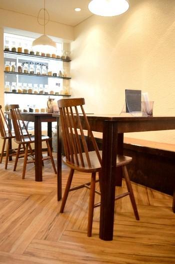 ナチュラルで落ち着いた店内はカウンターと、テーブル10席ほどなのでそこまで大きくありません。スタッフさんとの距離も近く、フレンドリーと評判です。訪れるときは、時間に気をつけて訪れてくださいね。
