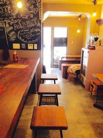 こちらの店内もカフェのようなすっきりとおしゃれなつくりで、女性一人でも気兼ねなく楽しめそう。