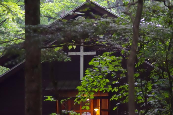 古くは中仙道の宿場町として、明治以降は避暑地として発展した軽井沢。森に結実したさまざまなベリーに目を止めた欧米の宣教師たちや白系ロシアの人びとがジャムの製法を日本人に伝えたことから、軽井沢のジャムの歴史が始まりました。 画像:旧軽井沢にあるショー記念礼拝堂。
