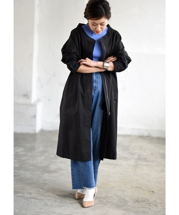 薄手でコンパクトに着られるロングブルゾン。ニットの上に羽織っても、春先にもさらりと着られる一枚です。ブラックは、これからの時期のオケージョン用アウターとしても◎。