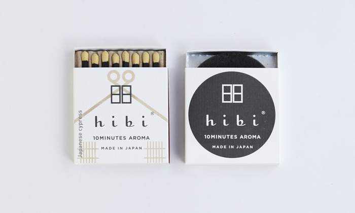 「日々」を由来とするhibiのお香スティック、レギュラーボックス8本入りのマット付タイプ「hibi 10 MINUTES AROMA」。