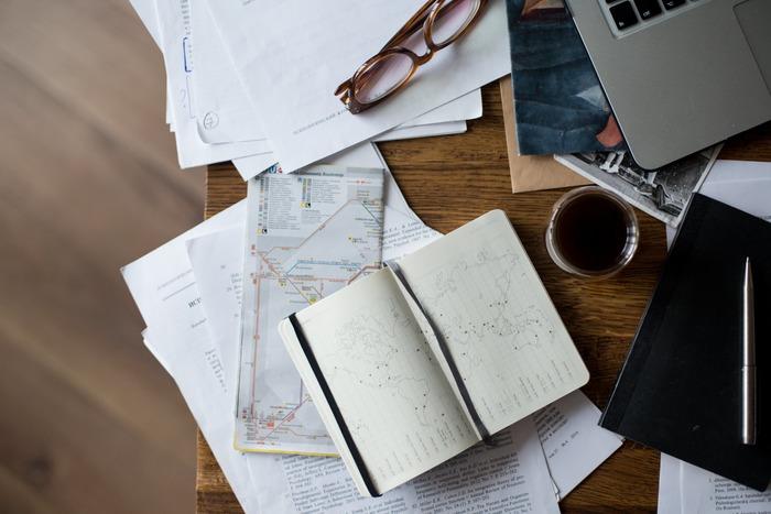 様々な仕事がある中で、パソコンを使った事務が得意な人もいれば、電話応対や接客が得意な人もいます。何かをじっくり考えて研究したり、新しいアイディアを出すことが得意な人もいますね。