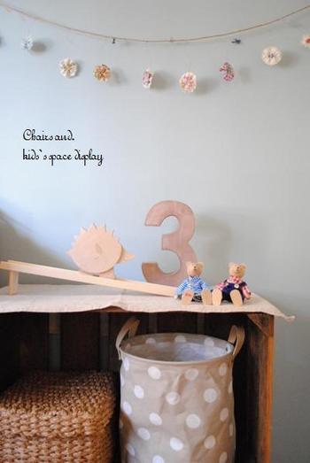 子供部屋と言ったら、やっぱり可愛らしい雰囲気にまとめたいという方も多いのでは?100円ショップやお洒落な雑貨屋さんで見つけたアイテムなどで、お部屋を可愛く飾るだけでも、雰囲気がぐ~んとUPします!