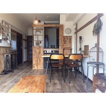 カフェといえば、主役はキッチン。  生活感が出やすい場所ですが、リビングから見える場所だけでもカフェっぽい雰囲気を作りたいものです。