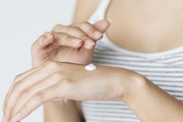 しもやけはできてしまうと薬でも治りにくいので、予防することが大切です。血行をよくする成分であるビタミンEを配合したハンドクリームでのケアがおすすめです。