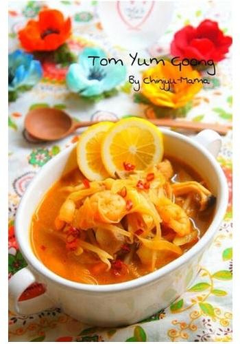 トムヤムスープの素がなくてもふだんの調味料を組み合わて作れますよ♪※コンデンスミルクの缶詰でココナッツミルクの代用にしたそう。