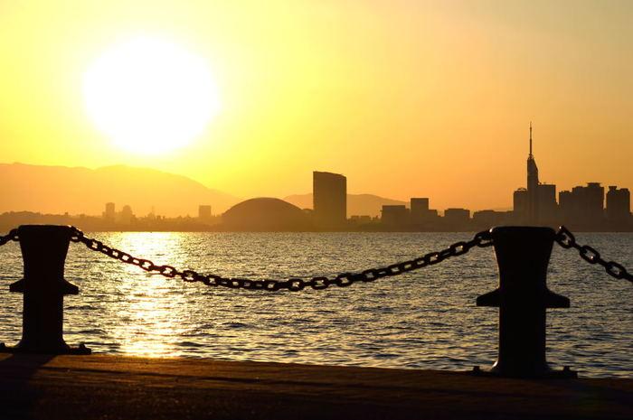 福岡市内から気軽に訪れることができる島「能古島」。 島特有のゆったりとした時間に身をゆだね、咲きほこる花々を眺めたり島のグルメを堪能したりすることで、きっと心身ともにリラックスした癒しの時間を過ごすことができるはず♪ぜひ次の旅行は「能古島」を訪れてみてくださいね。
