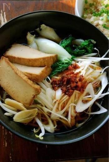 """お肉を使わず10分で!和の顆粒昆布だしに長ねぎとにんにくと生姜を使って。""""昔ながらの""""醤油味のスープです。レシピは。↓"""