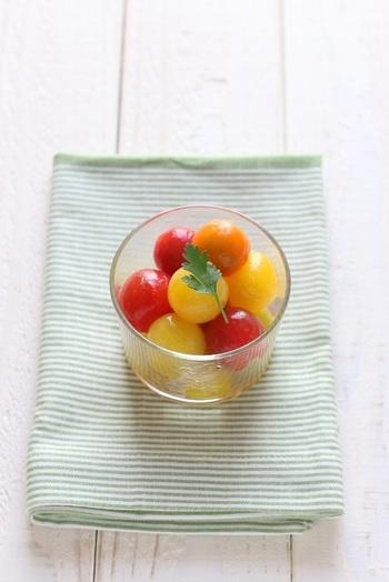 色とりどりのミニトマトでつくるマリネ。ホームパーティーの席にパッと彩りを添えてくれます。