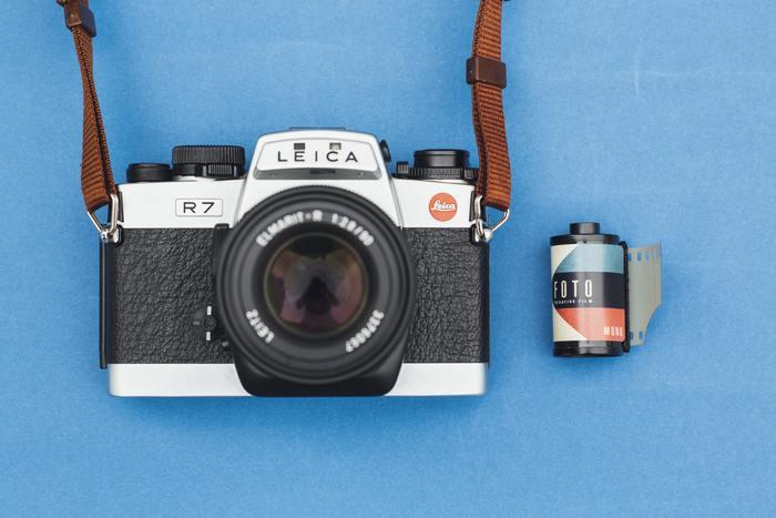 「HUJI Cam」はフィルムライクな効果が自動でかかるシンプルな写真加工アプリです。これで撮影するだけで、懐かしの「写ルンです」で撮ったような、写真日付の入ったムーディーなフィルム風の写真に仕上がります。