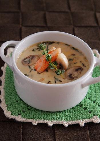 カニ缶、マッシュルーム、豆乳で作る「かにとマッシュルームの豆乳フラン」。かにの身を飾った見た目もオシャレな洋風茶碗蒸しは、あと一品足りない洋食のときに大活躍してくれそう。