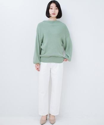デイリースタイルに華やかさをプラスする「きれい色ニット」。シルク混素材の軽やかなリブニットは、ボリューム感のある袖のデザインが大人可愛い雰囲気です。明るく軽やかなミントグリーンは、爽やかな春夏にぴったりのカラー。